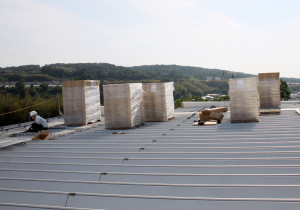 無事屋根に乗った160枚のパネル