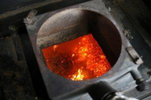 燃焼目視と炉壁温度を記録しながら実験